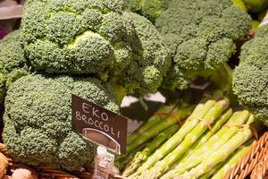 Frischer Brokkoli und Spargel