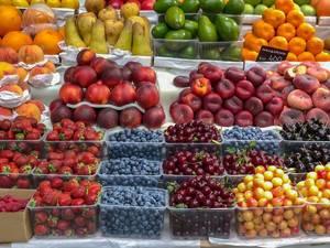 Frisches Obst am Danilovsky Market in Moskau