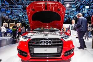Frontansicht des roten Audi S6 bei der IAA 2017 in Frankfurt am Main