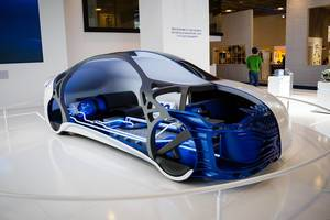 Frontansicht und Innere des Konzeptes von Plastic Omnium bei der IAA 2017