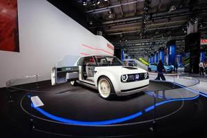Frontansicht und Retro Interieur des Urban EV Conceptes von Honda