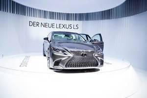 Frontansicht von dem neuen Lexus LS 500 bei der IAA 2017 in Frankfurt am Main