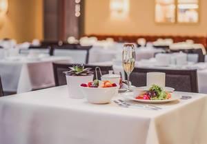 Frühstück auf dem Tisch in einem Nobelhotel