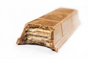 Füllung des KitKat-Schokoriegels, isoliert vor weißem Hintergrund