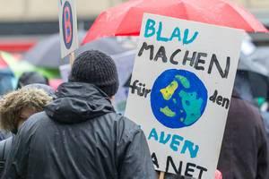 Für die Erde blau machen - Fridays For Future Demonstration in Köln