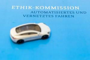 Future road traffic: report by german Ministry of Transportation about ethical issues of autonomous and networked driving