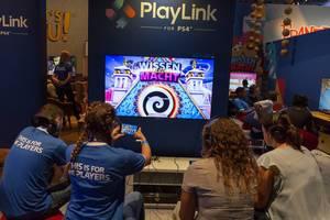 Gamer spielen Wissen ist Macht - Gamescom 2017, Köln