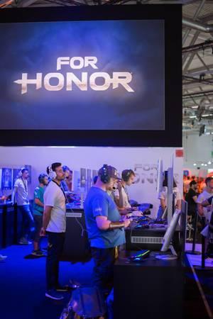 Gamer testen For Honor bei der Gamescom 2017