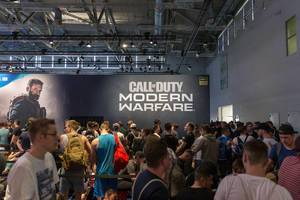Games fair: Gamescom visitors in front of Activision