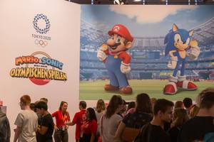 Games fair visitors at the Nintendo booth: Mario & Sonic at the Olympic Games Tokyo 2020