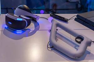 Gaming-Utensilien mit beleuchteter Virtuell-Reality Brille