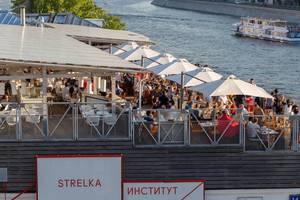 Gäste auf dem Dach des Strelka-Instituts