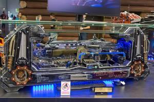 Gears of War Waffen in ausgefeilten Glas-Gehäusen auf der Gamescom