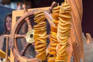 Gebackene Kartoffelspirale im Teigmantel