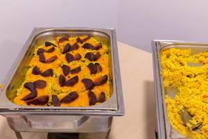 Gebackene scharfe rote Bete auf Dattelreis mit Ingwer-Möhren-Sauce