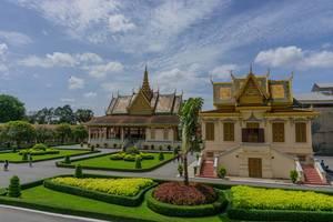 Gebäude nach asiatischer Architektur der königlichen Palast-Anlage in Phnom Penh