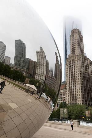 Gebäude und ihre Spiegelung - Cloud Gate, Chicago