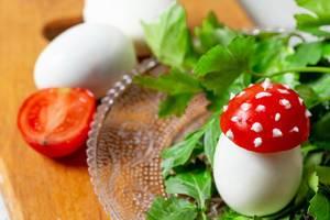 Gefüllte Eier in Fliegenpilz Erscheinung