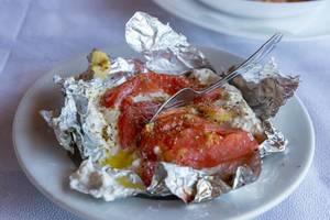 Gefüllte Tomate auf griechische Art