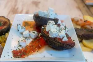 Gegrillte Avocado mit Fetakäse