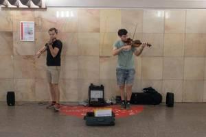 Geigenspieler in der Moskauer Metro