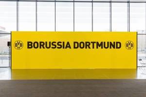 Gelb-schwarzes Schild von Borussia Dortmund