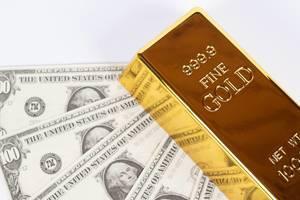Geld und Goldbarren