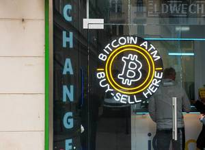 Geldwechelstube bietet den An- und Verkauf der Kryptowährung Bitcoin an