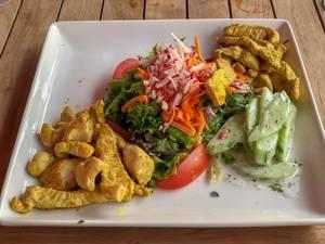 Gemischter Salat mit Putenstreifen