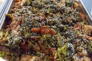 Gemischtes Gemüse mit Sesam