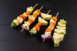 Gemüse auf den Grillstäbchen
