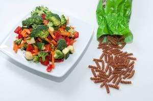 Gemüse mit Dinkel Vollkorn Nudeln