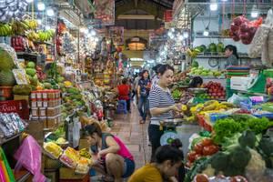 Gemüse und Früchte Abteilung auf dem Ben Thanh Markt in Saigon