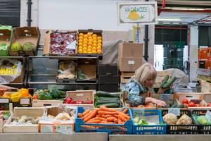 Gemüsehändlerin auf O Mercado De Lisbon