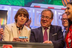 German politicians Armin Laschet and Henriette Reker gaming on Nintendo Switch
