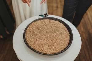 Gerstensamen in einer Schüssel auf einem Hochzeitsritual