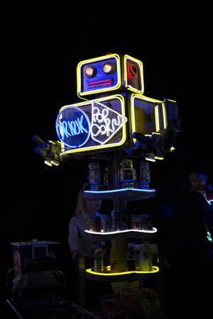Getränke- und Popcornwagen in Form eines Roboters - Robot Restaurant in Shinjuku, Tokyo