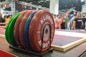 Gewichte mit Dmitry Klokov Branding - FIBO Köln 2018