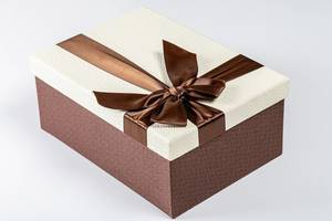 Gift box with ribbon and bow. Holiday concept, surprise (Flip 2019)