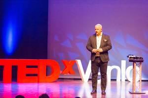 Gijs Hillmann bei der TEDxVenlo 2017