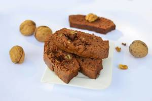 Gingerbread with nuts
