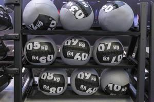 Gipara Slam Balls in verschiedenen Größen an dem Fibo Fitness-Messe in Köln