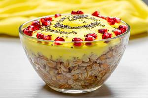 Glass bowl with finished oatmeal with pomegranate and Chia seeds (Flip 2019)
