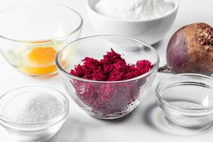 Glass bowls with ingredients for beetroot pancakes (Flip 2019)