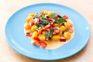 Gnocchi with pumpkin seeds in pepper sauce by Hellofresh