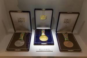 Gold-, Silber- und Bronzemedaille des Tokiomarathons