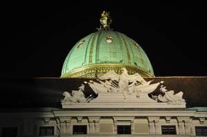 Goldene Kuppel des Michaelertraktes (Michaelerkuppel) der Hofburg in Wien