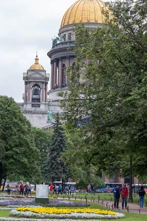 Goldene Kuppeln der Isaakskathedrale in Sankt Petersburg