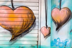 Graffiti Herz-Halsbänder