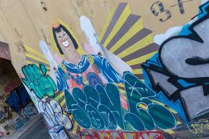 Graffiti of a smiling man on a wall